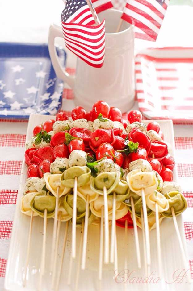 Best 4th of July Recipes and Backyard BBQ ideas - Pasta Salad Kebabs at #fourthofjuly