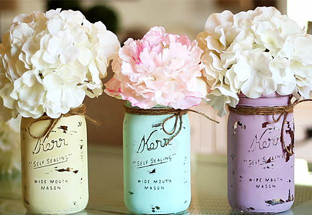 DIY Projects & Crafts by DIY JOY at http://diyjoy.com/mason-jar-crafts-diy-chalk-painted-jars