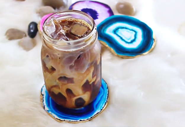 Easy Crafts for Teens to Make | Quick DIY Gift Ideas | Faux Agate DIY Coasters | DIY Projects & Crafts by DIY JOY at http://diyjoy.com/diy-gifts-decor-faux-agate-coasters
