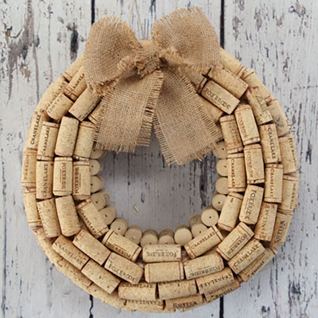 Easy Wine Cork Crafts for Wall Decor | DIY WIne Cork Wreath | DIY Projects & Crafts by DIY JOY #crafts