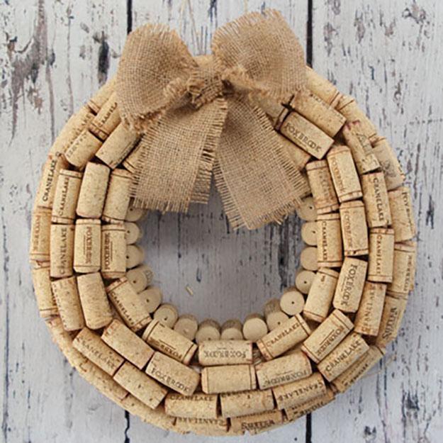 Easy Wine Cork Crafts for Wall Decor | DIY WIne Cork Wreath | DIY Projects & Crafts by DIY JOY #crafts