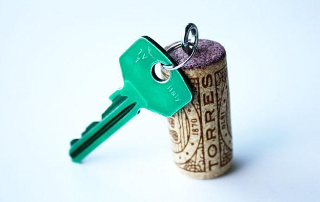 Easy Wine Cork Crafts for Teens to Make - DIY Wine Cork Keychain - DIY Projects & Crafts by DIY JOY #crafts