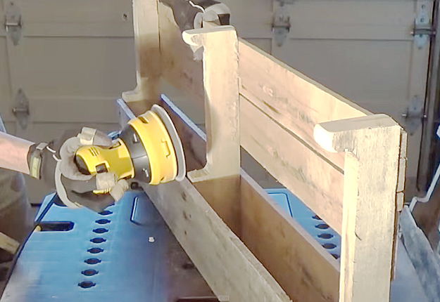 DIY Wood Pallet Wine Rack at http://diyjoy.com/diy wood pallet wine rack