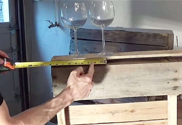 DIY Wood Pallet Wine Rack at http://diyjoy.com/diy wood pallet wine rack