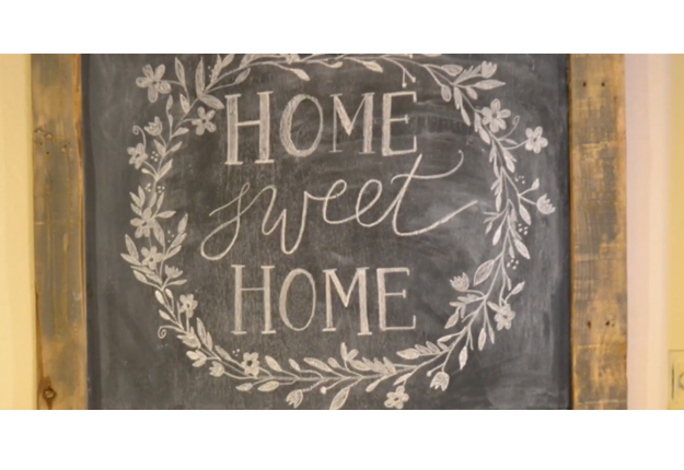 DIY Rustic Chalkboard SignDIY Joy