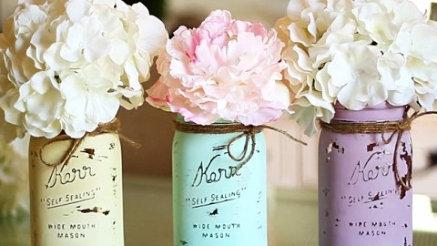 chalk paint mason jars Mason Jar Crafts   How To Chalk Paint Your Mason Jars chalk paint mason jars