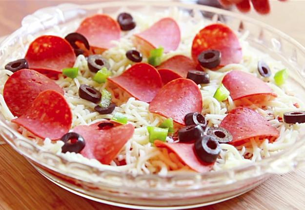 Hot-Pizza-Dip-Recipe-w-Toasted-Garlic-Baguettes-3 at http://diyjoy.com/party-food-ideas-pizza-dip-recipe