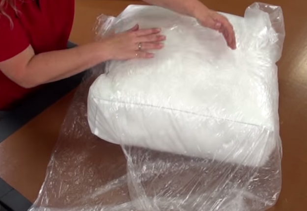 How-to-Make-a-French-Mattress-Style-Cushion-32 | DIY Projects & Crafts by DIY JOY at http://diyjoy.com/diy-furniture-outdoor-cushion-covers