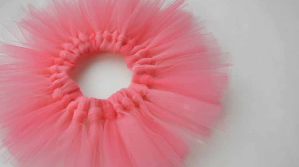 Easy Sewing Projects for Beginners | DIY Clothes for Kids | Quick DIY Slip Knot Tutu Tutorial  DIY Projects & Crafts by DIY JOY at http://diyjoy.com/how-to-make-a-slip-knot-tutu