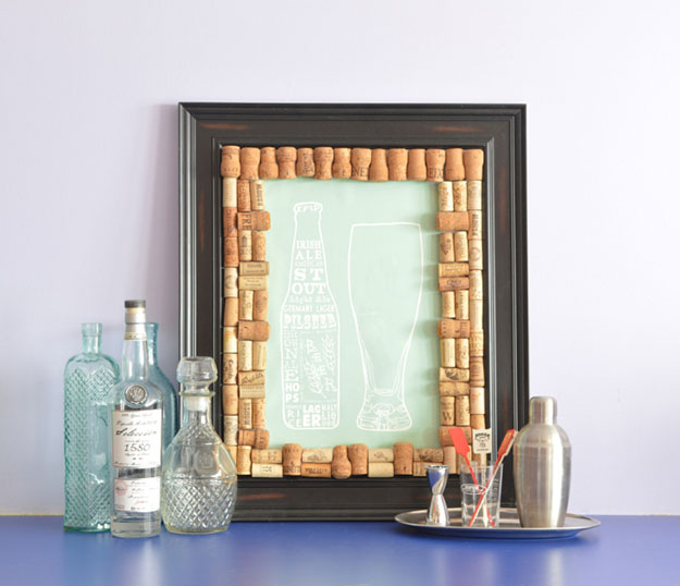 Easy WIne Cork Crafts for Wall Decor Frames - Wine Cork DIY Picture Frame - DIY Projects & Crafts by DIY JOY #crafts