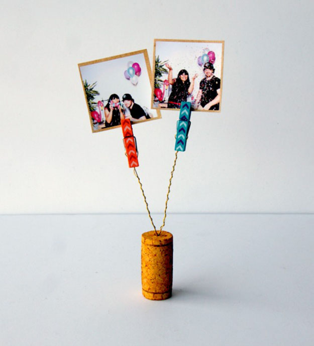 Easy Wine Cork Crafts Picture Holder - DIY Wine Cork Clothespin Picture Holder - DIY Projects & Crafts by DIY JOY #crafts