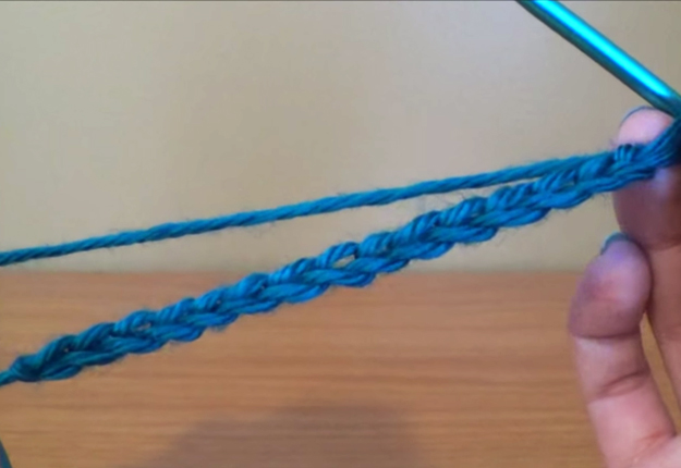 DIY Projects & Crafts by DIY JOY at http://diyjoy.com/how-to-crochet-single-crochet-stitch