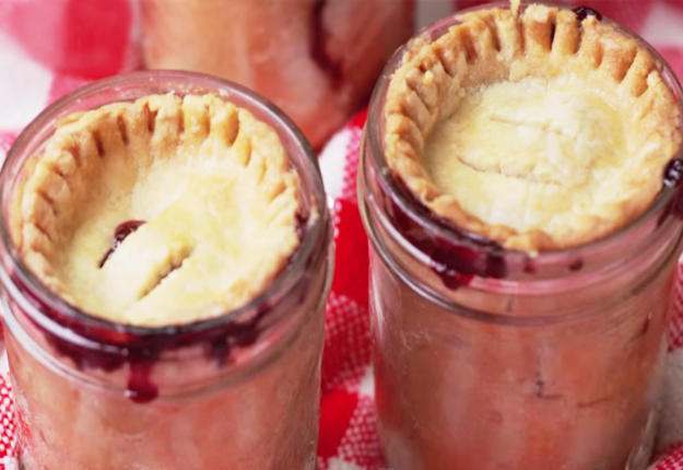 How To Make Mason Jar Pie | Easy Mason Jar Recipes at http://diyjoy.com/mason-jar-recipes-cherry-pie-recipe