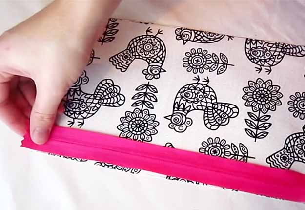 DIY Projects for Teens | Easy Sewing Idea | DIY Makeup Bag Tutorial | DIY Projects & Crafts by DIY JOY at http://diyjoy.com/easy-sewing-projects-diy-make-up-bag