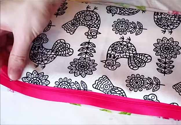Quick Sewing Project for Girls | Easy DIY Makeup Bag Tutorial | DIY Projects & Crafts by DIY JOY at http://diyjoy.com/easy-sewing-projects-diy-make-up-bag