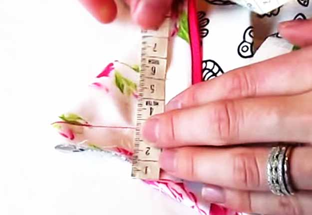 Free Sewing Patterns for Women | Easy DIY Makeup Bag Tutorial | DIY Projects & Crafts by DIY JOY at http://diyjoy.com/easy-sewing-projects-diy-make-up-bag