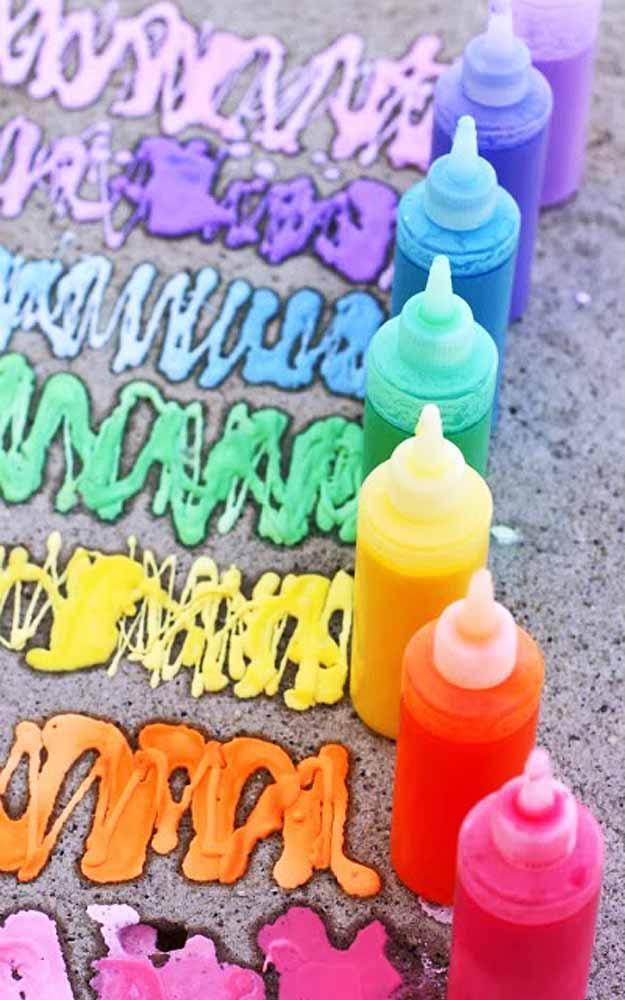 Outdoors Kids Art Projects - DIY Sidewalk Spray Chalk - DIY Projects & Crafts by DIY JOY at http://diyjoy.com/fun-outdoor-crafts-for-kids