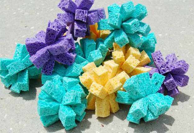 Fun Outdoor Crafts for Kids - Summer Water Activities Ideas - DIY Sponge Balls - DIY Projects & Crafts by DIY JOY at http://diyjoy.com/fun-outdoor-crafts-for-kids