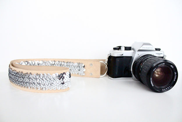 Inexpensive DIY Gift Ideas for Women | DIY Camera Strap | DIY Projects & Crafts by DIY JOY at http://diyjoy.com/cheap-diy-gifts-ideas
