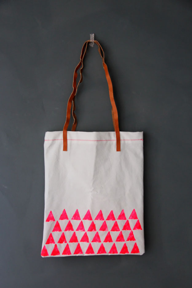 DIY Gift Ideas for Girls | Easy Sewing Projects for Women | Stamped DIY Tote Bag | DIY Projects & Crafts by DIY JOY at http://diyjoy.com/cheap-diy-gifts-ideas