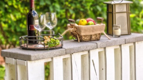 How To Make An Outdoor Pallet Bar | DIY Joy Projects and Crafts Ideas