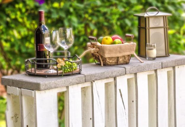 Easy DIY Pallet Project Ideas | Cheap DIY Backyard Furniture | Outdoor Pallet Bar Tutorial | DIY Projects & Crafts by DIY JOY at http://diyjoy.com/pallet-patio-furniture-outdoor-bar