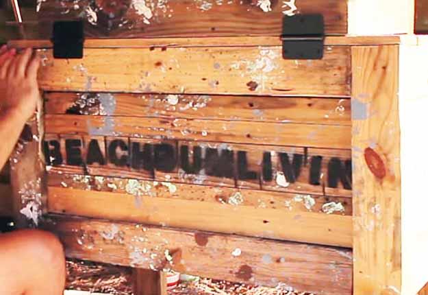 Easy Pallet Project Ideas | DIY Outdoor Furniture Tutorials | DIY Rustic Cooler Box | DIY Projects & Crafts by DIY JOY at http://diyjoy.com/diy-pallet-furniture-ideas-rustic-cooler-box