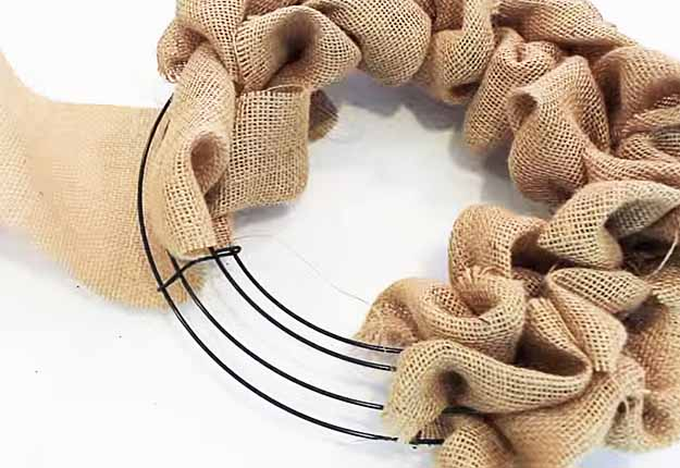 Cute DIY Craft Projects | Country Crafts for the Home | Easy DIY Burlap Wreath | DIY Projects & Crafts by DIY JOY at http://diyjoy.com/diy-home-decor-how-to-make-a-burlap-wreath