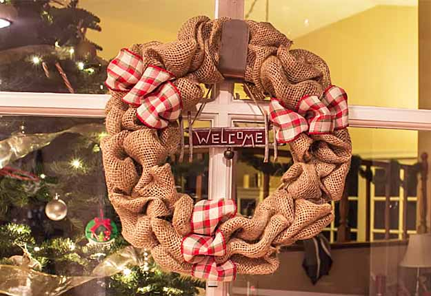 Easy DIY Craft Projects for the Home | DIY Rustic Home Decor Ideas | How to Make a Burlap Wreath Tutorial | DIY Projects & Crafts by DIY JOY at http://diyjoy.com/diy-home-decor-how-to-make-a-burlap-wreath