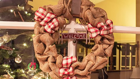 How To Make a Burlap Wreath | DIY Joy Projects and Crafts Ideas