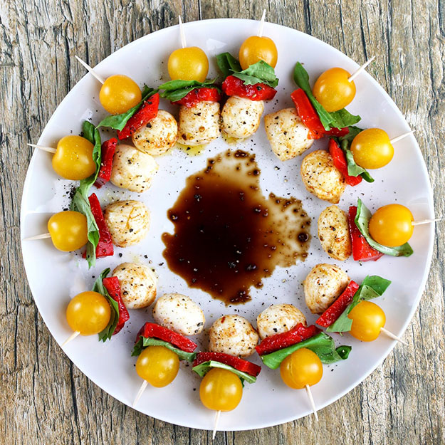 Easy DIY Party Food Ideas | Easy Recipes for a Crowd | DIY Caprese Bites | DIY Projects and Crafts by DIY JOY #appetizers #partyfood #recipes