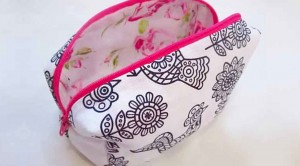 Stay Organzied With This Simple, 10-Minute DIY Makeup Bag