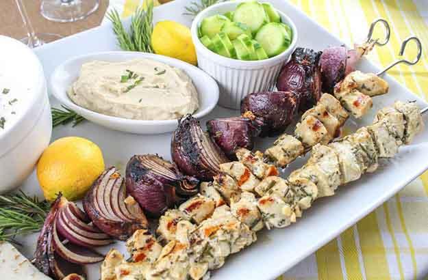 Easy Grilling Recipe | Chicken Kababs Recipe | Mediterranean Chicken Skewers Recipe | DIY Projects & Crafts by DIY JOY at http://diyjoy.com/grilling-recipes-diy-bbq-ideas