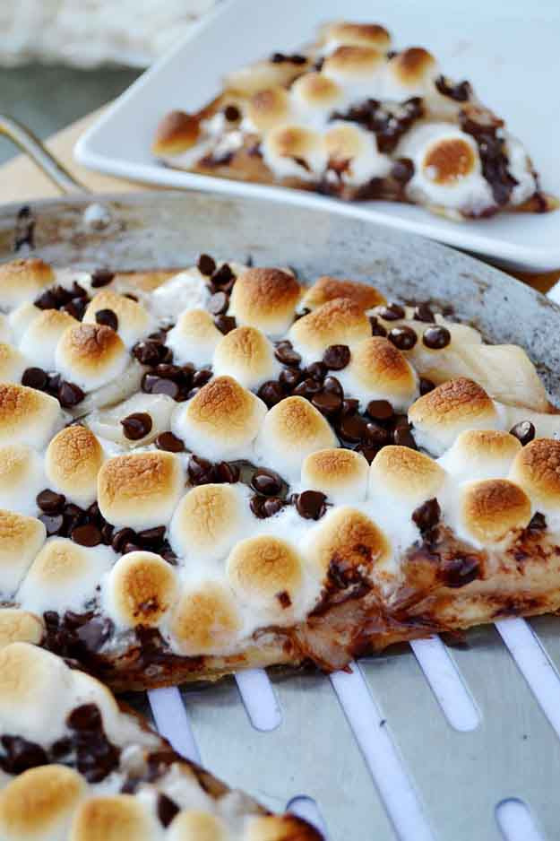 Dessert Grilling Recipes for Kids | Grilled Apple Pie Pizza Recipe | DIY Projects & Crafts by DIY JOY at http://diyjoy.com/grilling-recipes-diy-bbq-ideas
