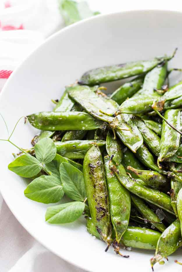 Summer Vegetable Grilling Recipes | Grilled Peas in the Pod | DIY Projects & Crafts by DIY JOY at http://diyjoy.com/grilling-recipes-diy-bbq-ideas