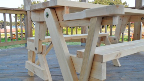 This All-In-One Picnic Table And Bench Is DIY At It's Finest | DIY Joy Projects and Crafts Ideas