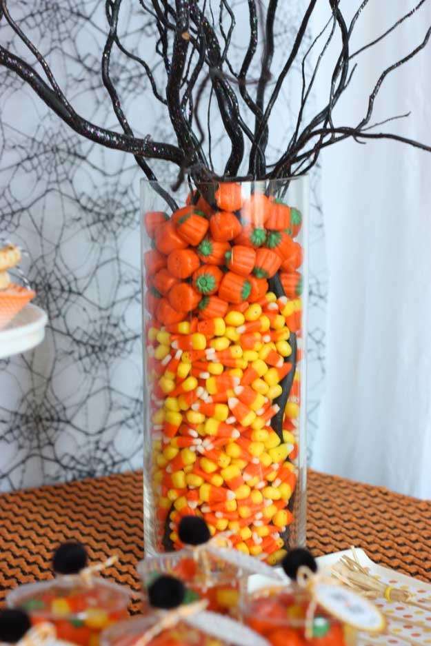 Easy DIY Halloween Decorations   Quick Ideas for Adults, Kids and Teens   Halloween Candies Centerpiece