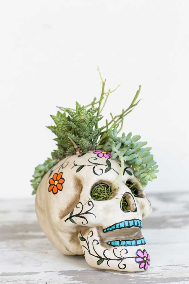 Easy DIY Halloween Decorations   Quick Ideas for Adults, Kids and Teens   Halloween Skull Centerpiece
