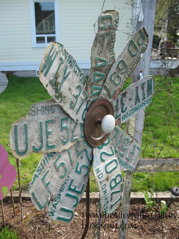 Upcycled Old Car Parts Ideas - DIY License Plate Garden Decor - DIY Projects & Crafts by DIY JOY #diy