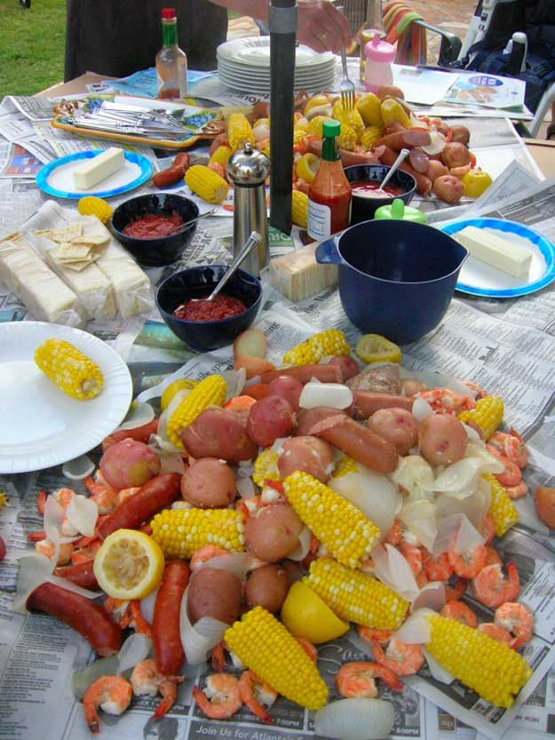 Labor Day Party Food Ideas - Low Country Broil Recipe - DIY Projects & Crafts by DIY JOY at http://diyjoy.com/party-ideas-labor-day-food-diy-decor