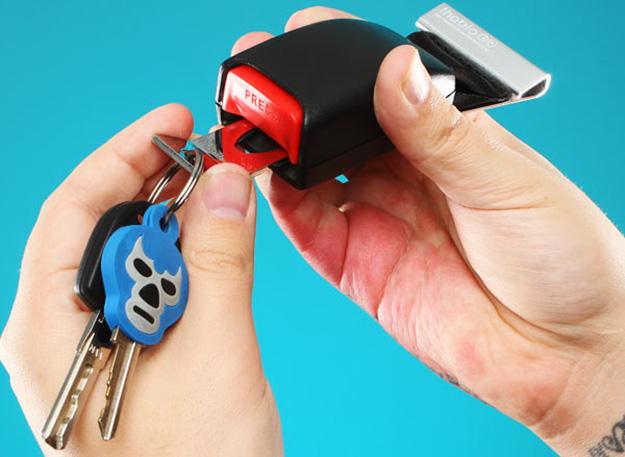 Upcycled Car Parts - DIY Seat Belt Buckle Keychain - DIY Projects & Crafts by DIY JOY #diy