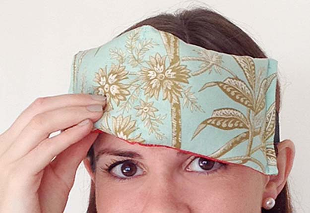 Easy DIY Projects for Teens to Make - Quick Sewing Tutorial for a DIY Eye Pillow - DIY Projects & Crafts by DIY JOY #diy #quickcrafts #crafts #easycraftss