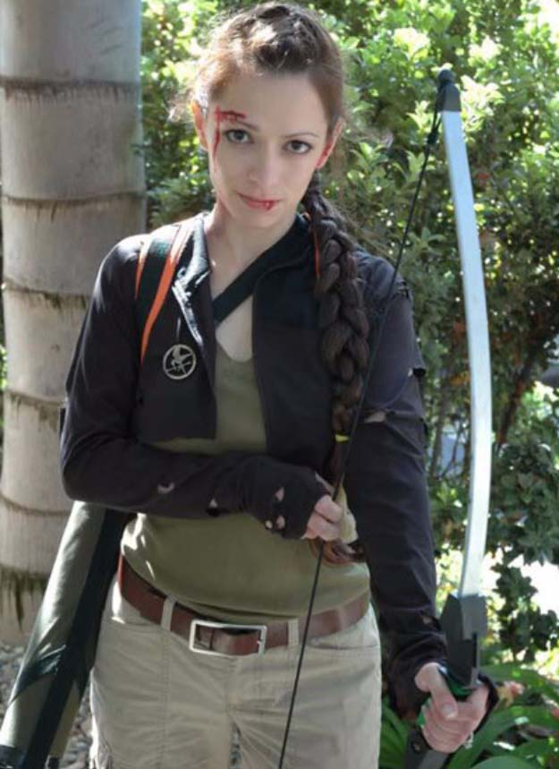 Last MinuLast Minute DIY Halloween Costumes - Quick Ideas for Adults, Kids and Teens - Hunger Games Costume Tutorialte DIY Halloween Costumes - Quick Ideas for Adults, Kids and Teens - Hunger Games Costume Tutorial