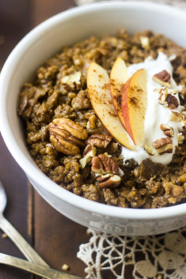 Healthy Crockpot Meals for Breakfast - Easy Slow Cooker Oatmeal - DIY Projects & Crafts by DIY JOY at http://diyjoy.com/crock-pot-recipes-slow-cooker-meal
