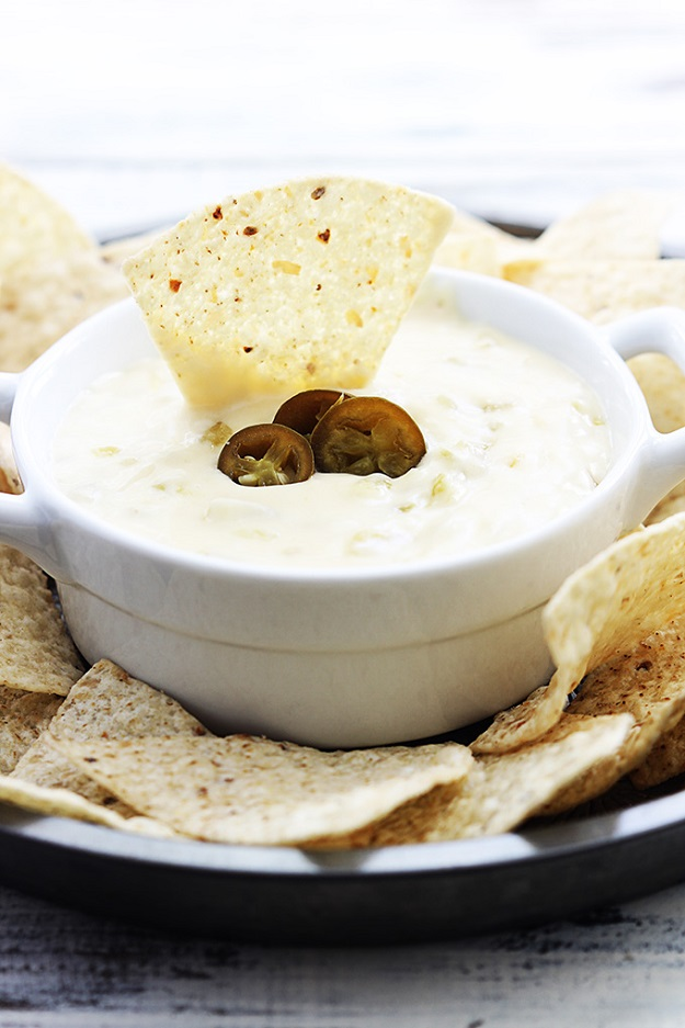 Easy Crockpot Dip Recipes for a Crowd - Slow Cooker Queso Blanco Recipe - DIY Projects & Crafts by DIY JOY at http://diyjoy.com/crock-pot-recipes-slow-cooker-meals