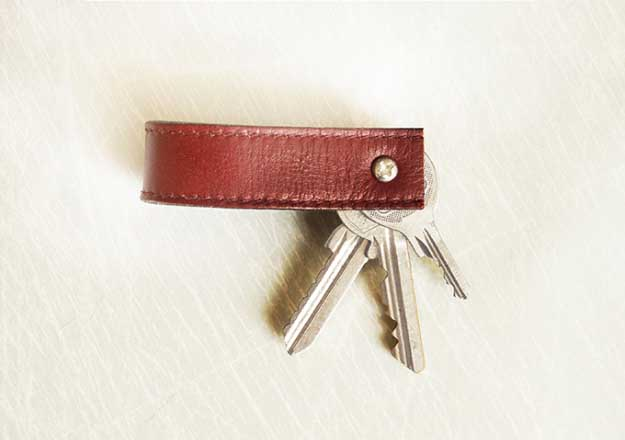 27 MORE Expensive Looking DIY Gifts. Crafts and DIY Gift Ideas for Him, for Her, for Family and Friends. Perfect for Birthday, Christmas, Mom and Dad. | Stylish Key Chain | http://diyjoy.com/homemade-diy-gifts-pinterest