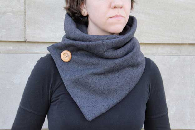 27 MORE Expensive Looking DIY Gifts. Crafts and DIY Gift Ideas for Him, for Her, for Family and Friends. Perfect for Birthday, Christmas, Mom and Dad. | No-Knit Cowl | http://diyjoy.com/homemade-diy-gifts-pinterest