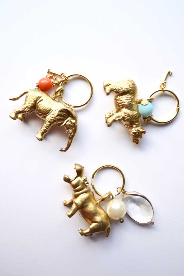 27 MORE Expensive Looking DIY Gifts. Crafts and DIY Gift Ideas for Him, for Her, for Family and Friends. Perfect for Birthday, Christmas, Mom and Dad. | Animal Kingdom Key Chains | http://diyjoy.com/homemade-diy-gifts-pinterest