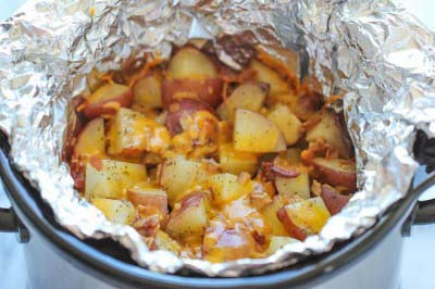 Easy Crock Pot Recipes You Have To Try Today   Best Easy Slow Cooker Recipe Ideas for the Crockpot Include beef stew, chili, chicken dinner dishes, soup and more   Cheesy Crockpot Potoatoes With Bacon #crockpot #crockpotrecipes #easyreipes/