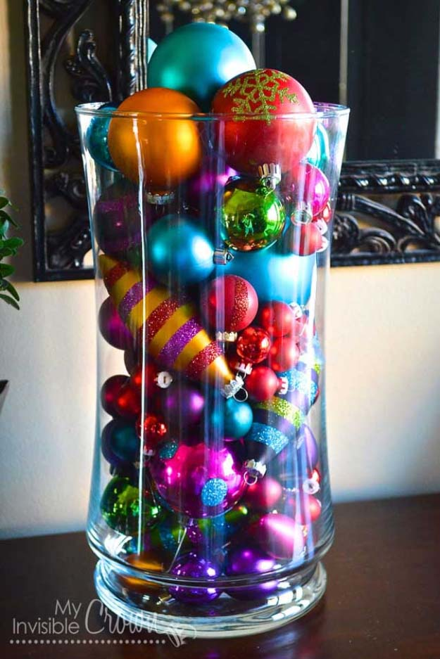 Awesome DIY Christmas Home Decorations and Homemade Holiday Decor Ideas - Quick and Easy Decorating ideas, cool ornaments, home decor crafts and fun Christmas stuff | Crafts and DIY projects by DIY Joy | Christmas Ornament Table Decor Idea #diy #crafts #christmas